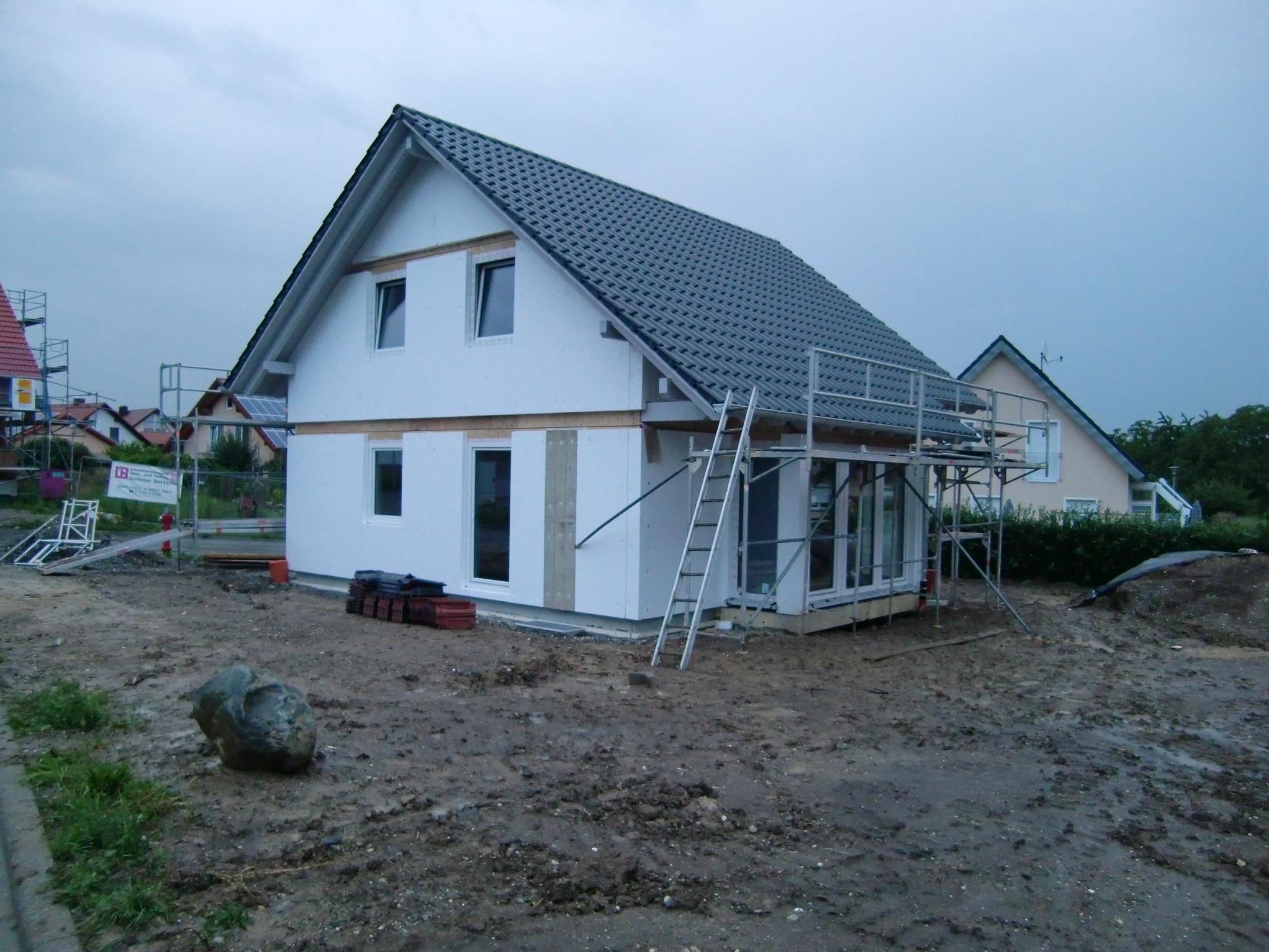 Unser Häusle mit eingedecktem Dach