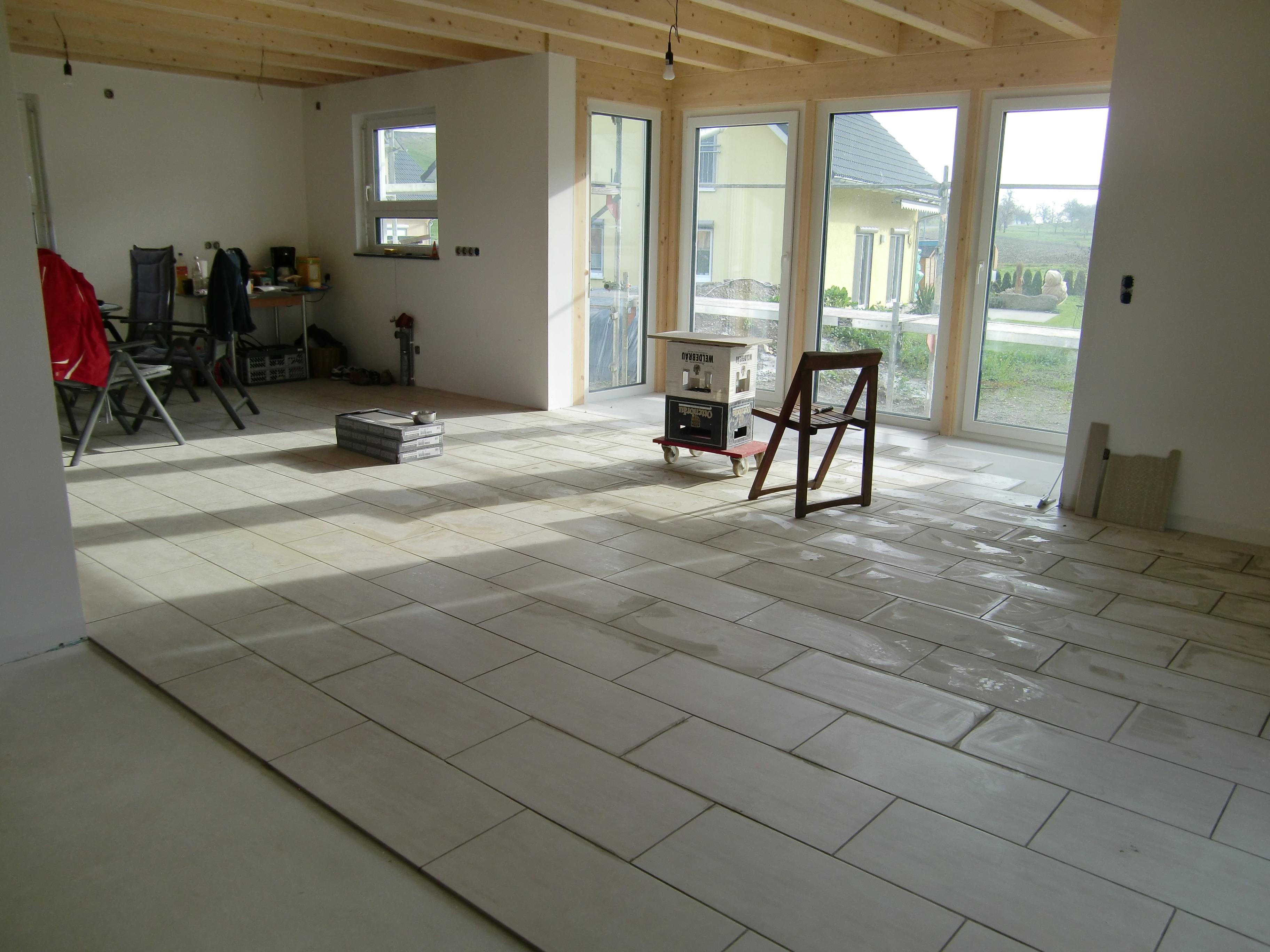 Blick vom Wohnzimmer zur Küche und Essbereich
